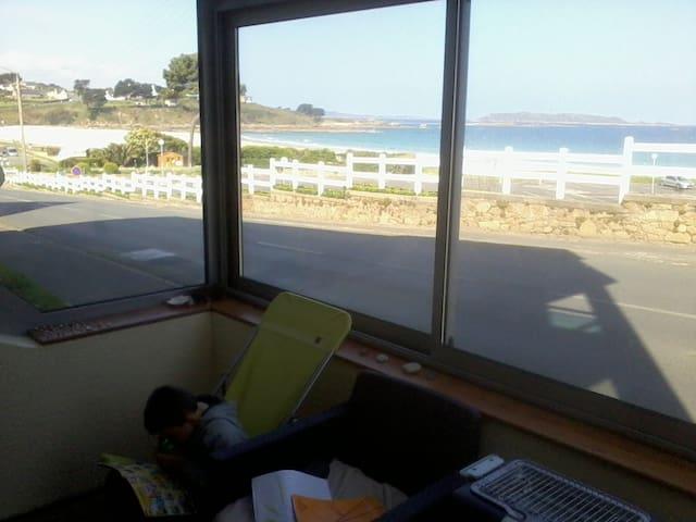 Appartement avec grande véranda et vue sur mer