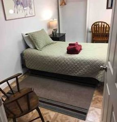 Private Rm 5 with single bed, Art Gallery Hostel