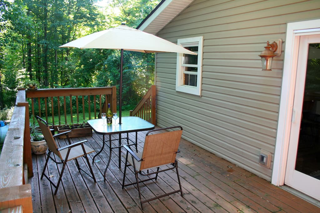 Deck overlooking the front yard