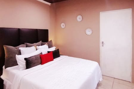 1 Bedroom selfcatering near O.R Tambo airport.