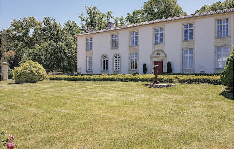 Holiday cottage with 9 bedrooms on 1200m² in St.Pey de Castets