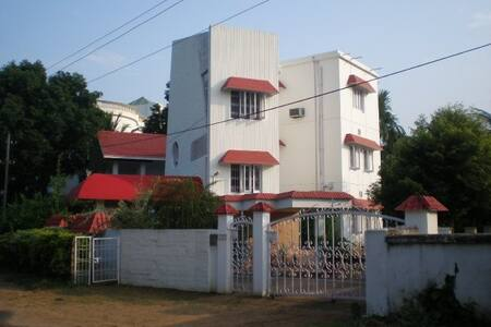 Full apartment in a Beautiful House with Garden