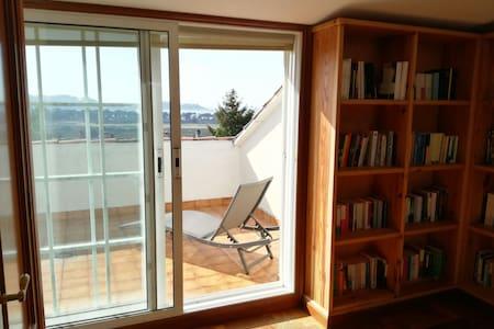 Baiona. Habitación con terraza