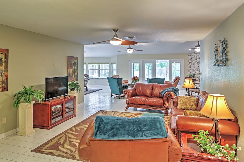 Unwind in the comfort of this Dunnellon vacation rental house!