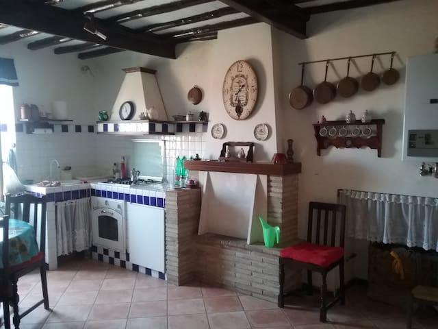 Casa antica a Giove ,centro storico - Giove - Daire