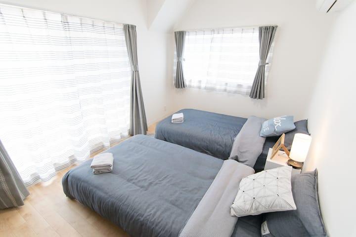 機場直達! 4臥室超寬敞舒適套房+超讚頂樓玻璃屋花園,完美夜景!4F