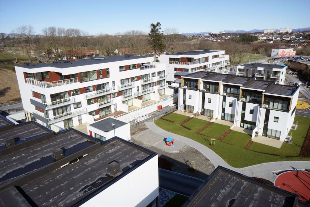 Apartment surrounded by golf course lake park and close to the fjord (15min walk)