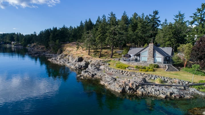FALL SPECIAL! BEST VAN ISLAND VIEWS, LUXURY ESTATE