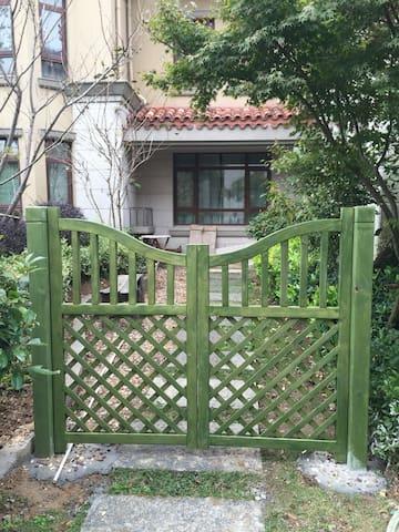 朱家尖美式豪装带院子一楼大宅 - Zhoushan - House
