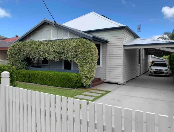 NEW!!! Belmont Charmer Close to 16s and Lake. NSW