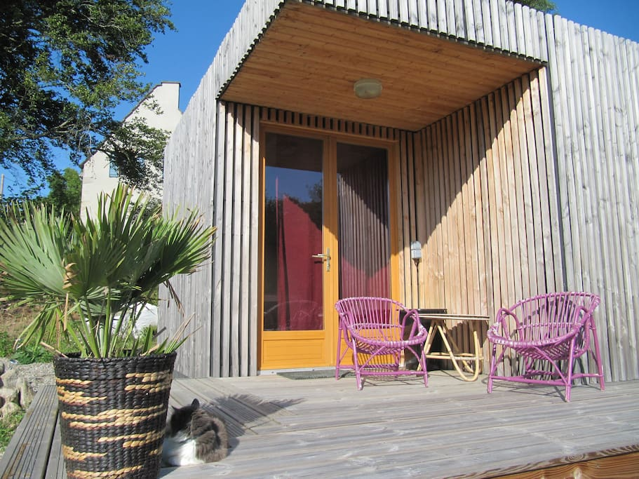 ch let en bois en pleine campagne auvergnate tiny houses for rent in saint priest des champs. Black Bedroom Furniture Sets. Home Design Ideas