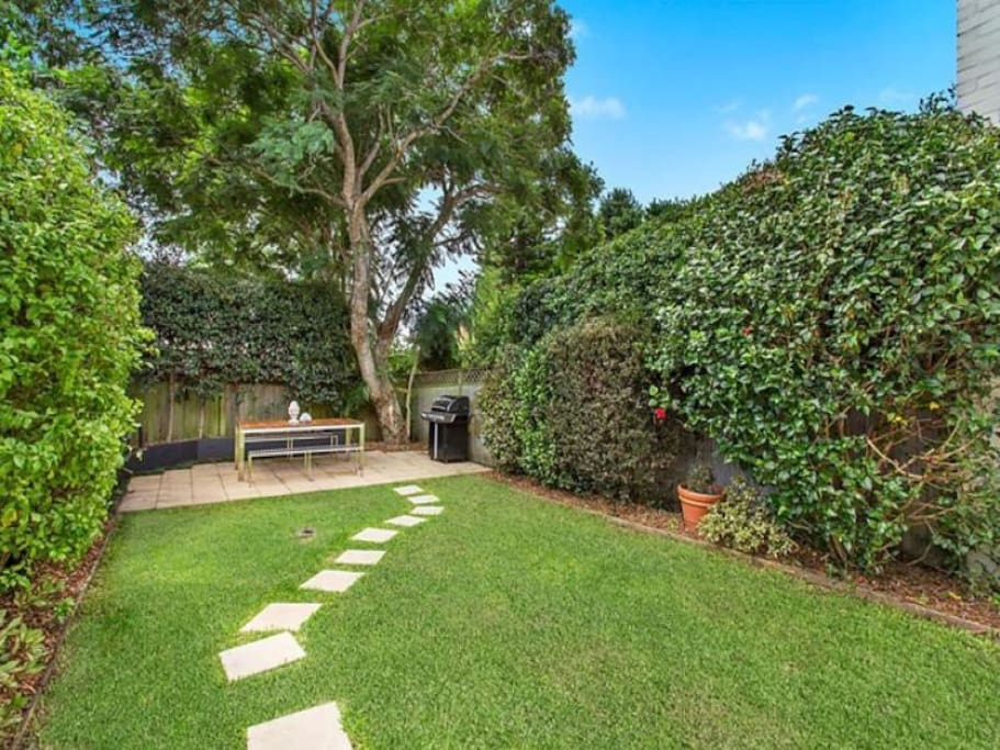 Level lawn garden with BBQ area