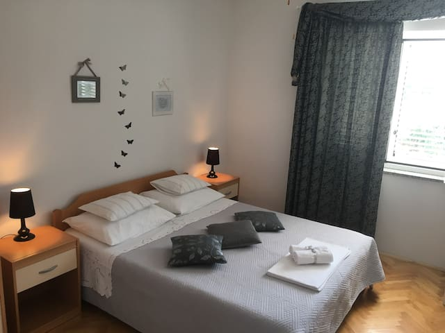Sweet room 4-2 person in Center/AirCon/Parking