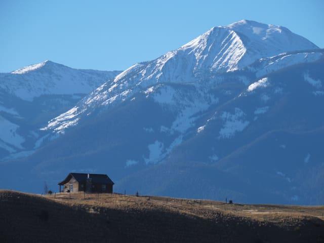 Elk Ridge cabin with great views near Yellowstone