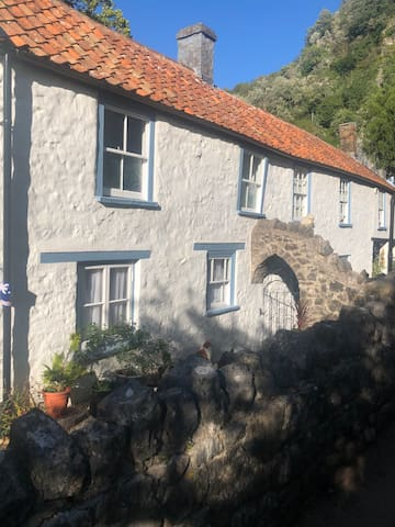 Unique Cosy Cottage Room in Famous Cheddar Gorge