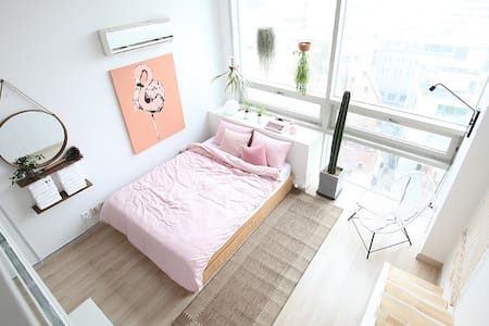 "Myeong-Dong [明洞] ""Modern space"" / Free WiFi / - Jongno-gu - Apartment"