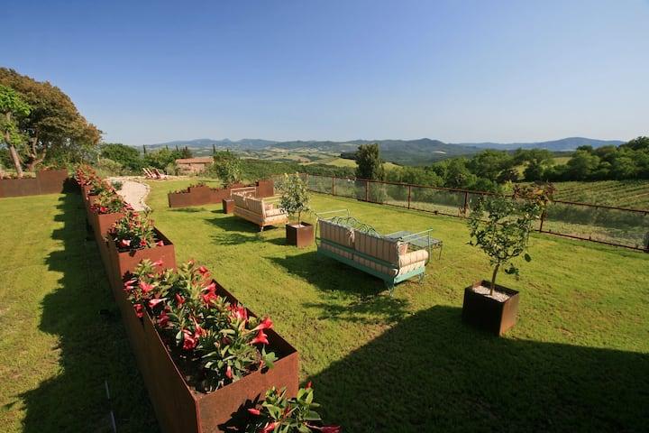 Amazing stone farmhouse a few km from Volterra