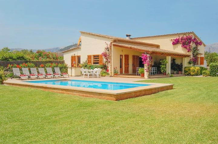 Villa Fiol. Extensive laws.