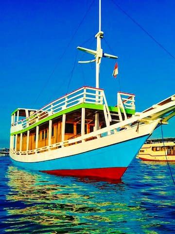 Live On Board Komodo, Labuan Bajo - Berani Jalan