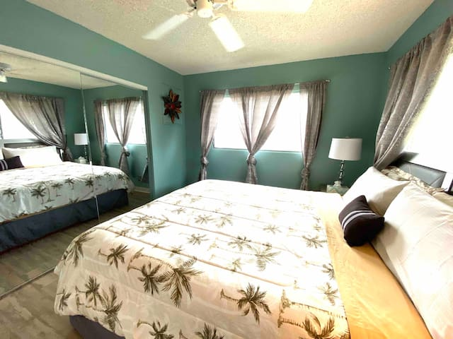 New silver bedroom set with a California King size bed with a very comfortable Nova Foam mattress, 2 nights, 2 bed side lamps, 6 drawer dresser and ceiling fan, also a bedroom A/C unit.
