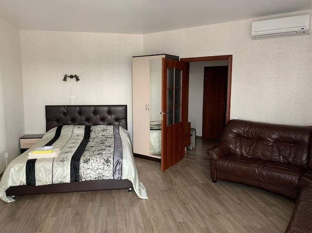 Ample apartment five-minutes' walk from Pavlovsk
