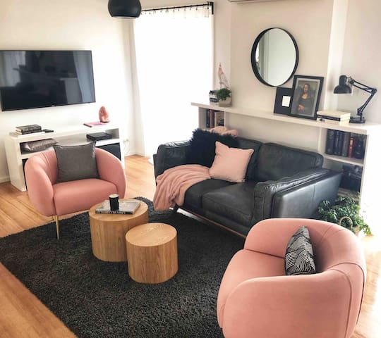 Olive's Place - Absolute Central, Luxe & Quiet