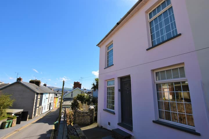 Railway Cottage, 2 bedrooms in Aberdovey Village