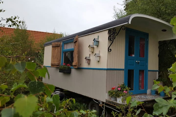 Bed&breakfast in a house on weels on an island. - De Woude - Andere