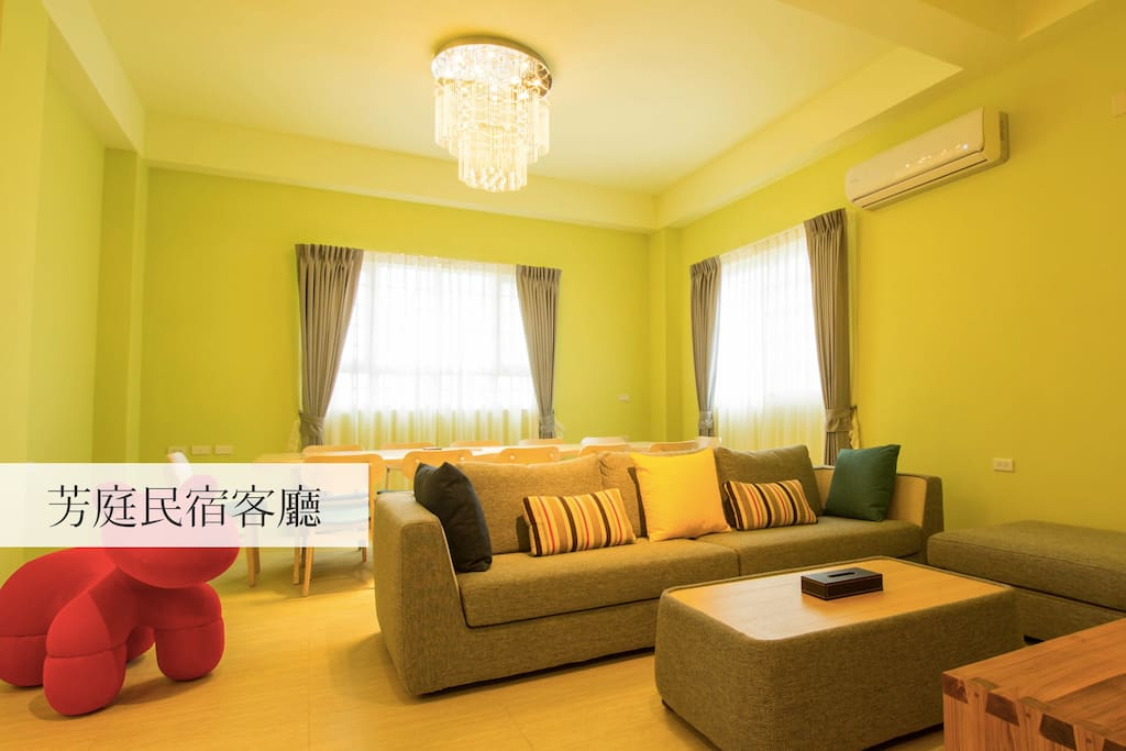 寬敞舒適的芳庭民宿客廳