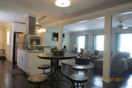 LUXURIOUS ATL STAY!! with LOW PRICED days JUL/AUG!