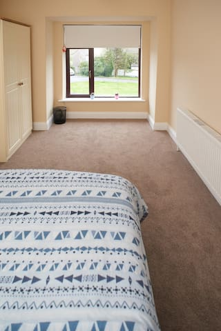 Twin room in modern location - Galway - Maison