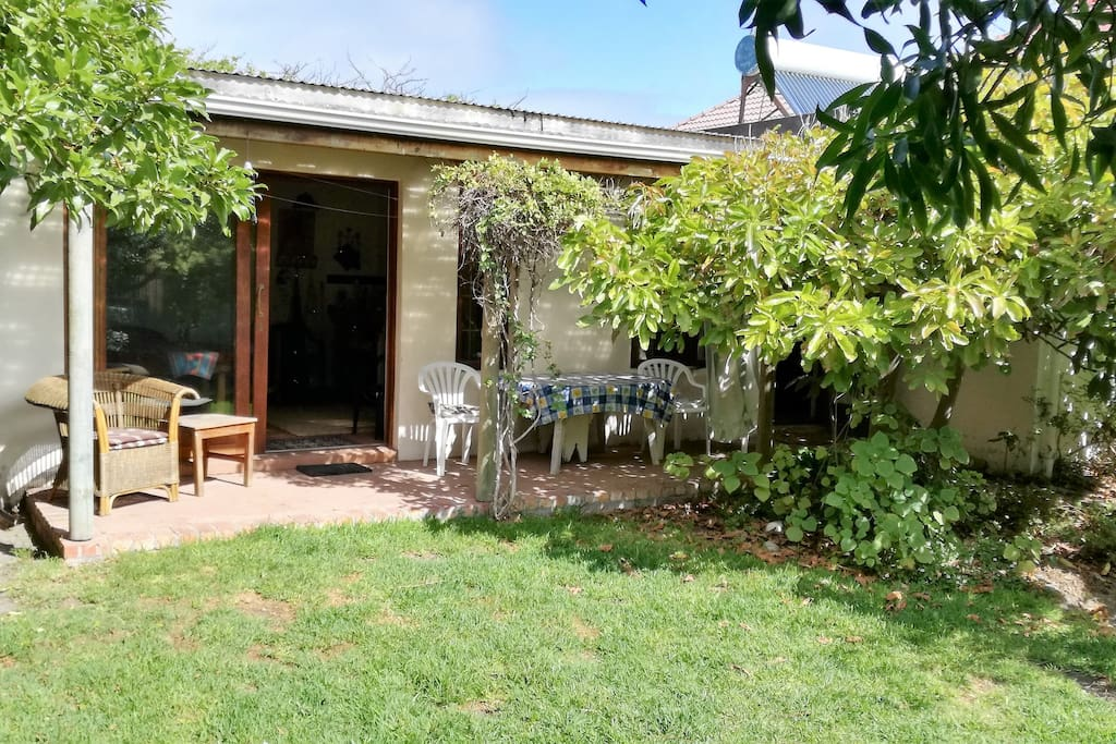 Garden-POV Garden Flat