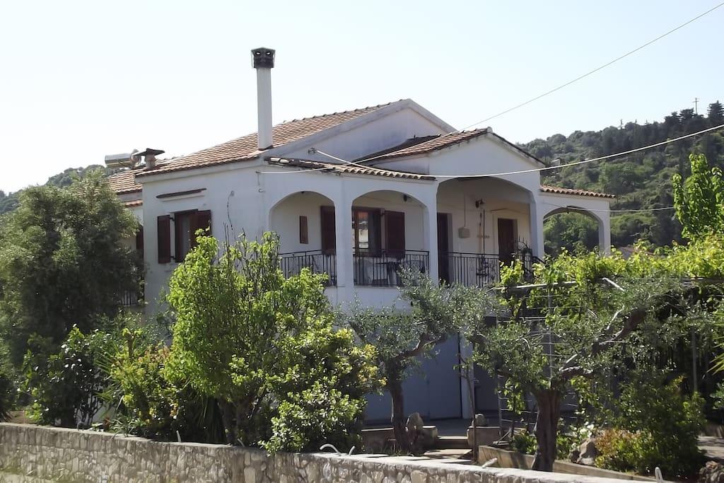 maison rita crete avec appartement dans le vert appartements en r sidence louer. Black Bedroom Furniture Sets. Home Design Ideas