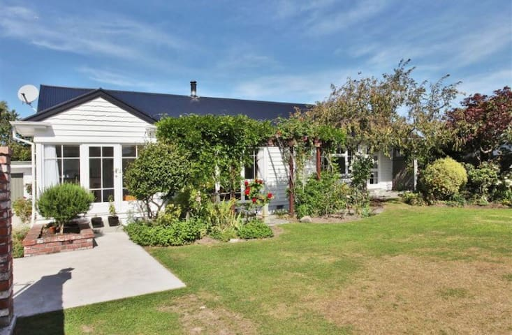 Spacious warm friendly house - Christchurch - House
