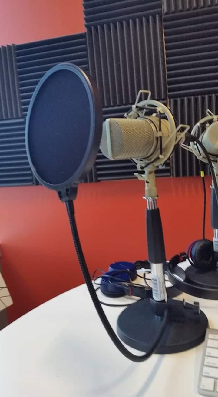 Learn about microphones and accessories