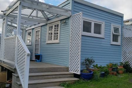 Lovely 'small' cabin - Auckland