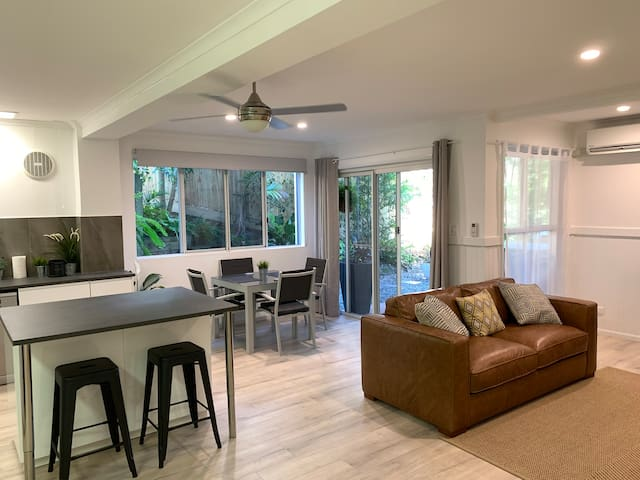 New ground floor flat in Sunshine Beach. For 2/3.