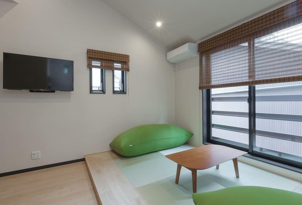 Tatami living/sleeping floor with much sunshine