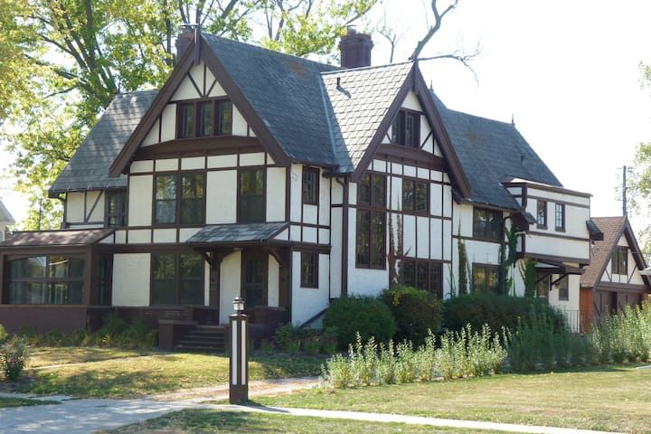 Historic Porter Hall Mansion Near Lake Rathbun - Centerville - House