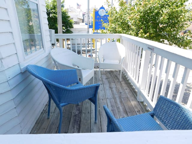 1-Bedroom apartment in the HEART of the Boardwalk!