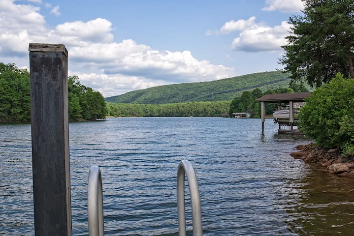 Leisure Time on SML! Great Lake & Mtn view w/WiFi