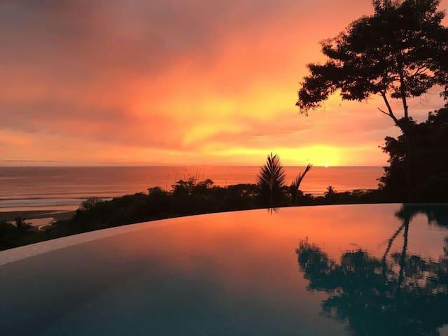 New 4 Bedroom Luxury Home, Walk to the Beach! Best Ocean Views in Dominical!