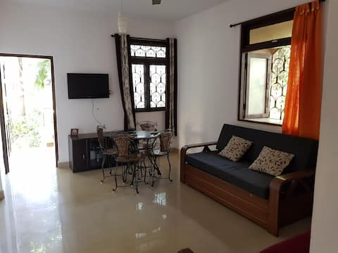 Quaint cosy  ground fl.apartment off the main road