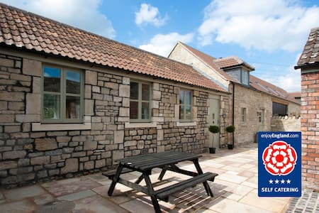 Stables Cottage: Sleeps 5 - Bathampton - House