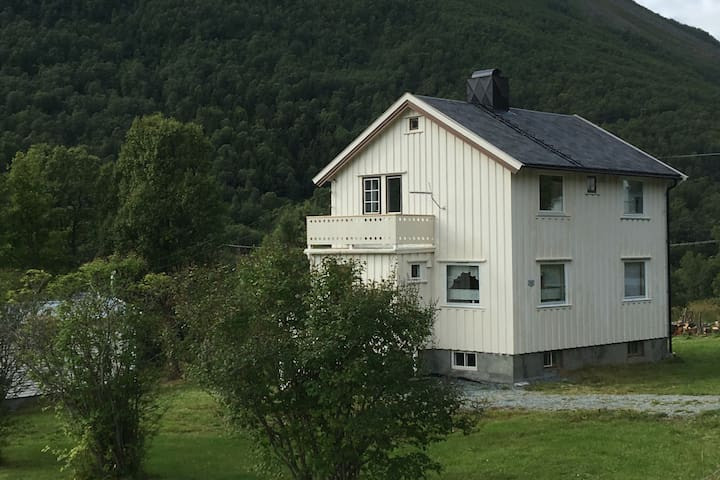 Rørnestinden Lodge
