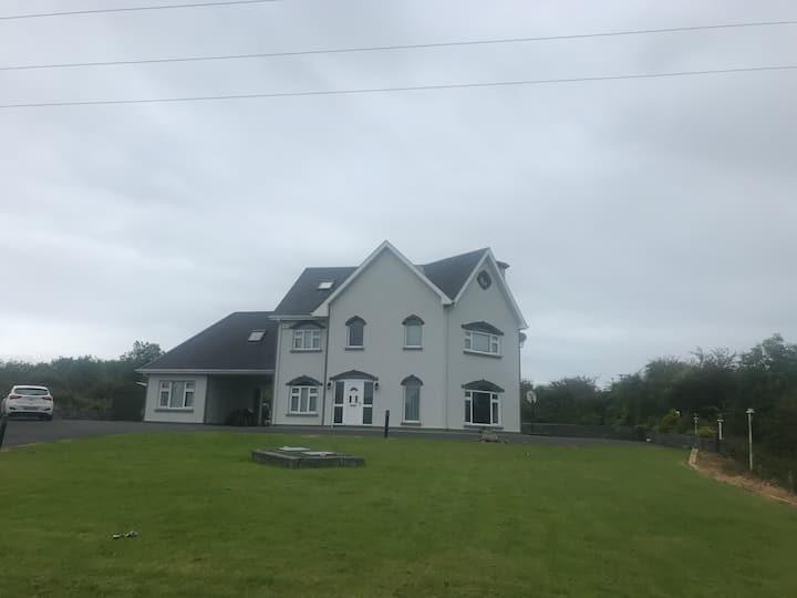 Kilbreckan Manor, Ennis
