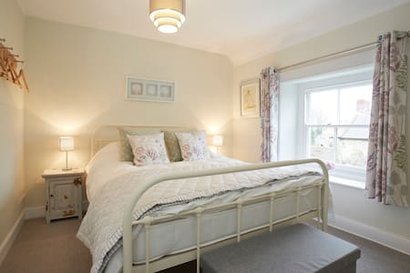 2 bed stone cottage - sleeps 4 - Ampleforth