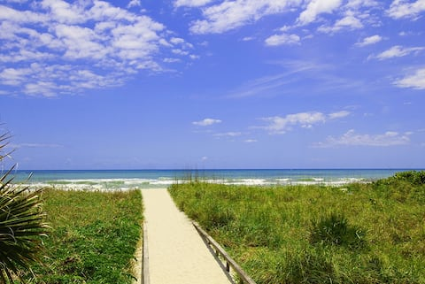 2 Bedr Apart in Resort Directly on Cocoa Beach