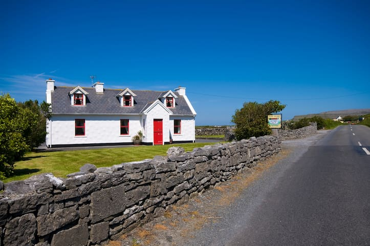Traditional Irish Cottage on the Wild Atlantic Way - Fanore - Srub