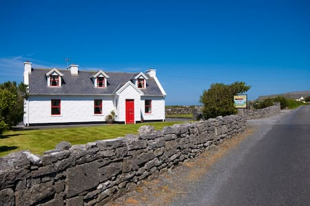 Traditional Irish Cottage on the Wild Atlantic Way - Fanore - Hytte